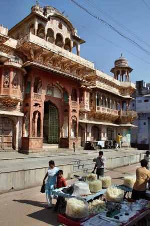 Jedna z wielu wiątyń w świętym mieście Pushkar