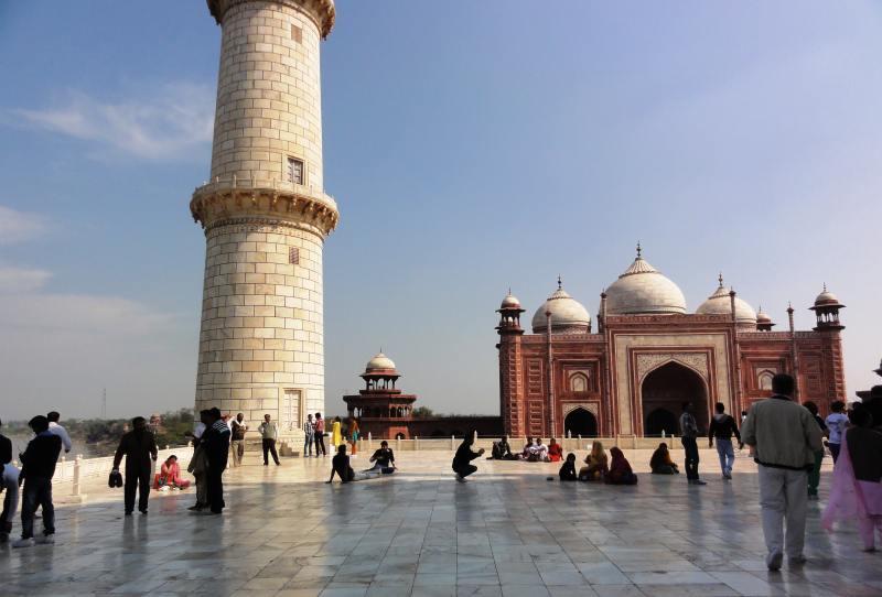 086 Agra Taj Mahal na platformie