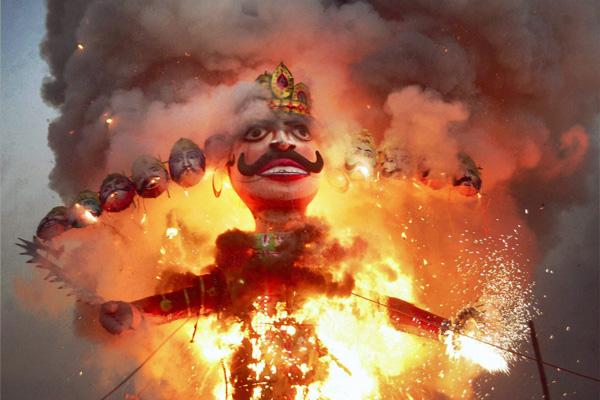 Płonie kukła Rawany