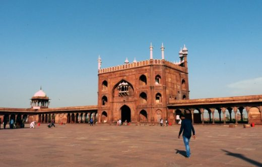 Na dziedzińcu meczetu w Delhi